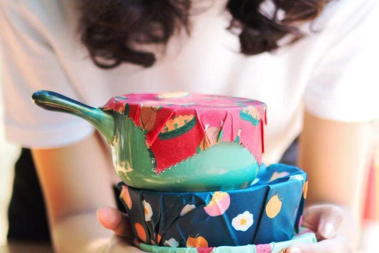 Boenkus merupakan pembungkus makanan berbahan beeswax wrap. Bahan tersebut bisa digunakan berulang-ulang selama satu tahun tergantung pemakaian dan perlakuan.