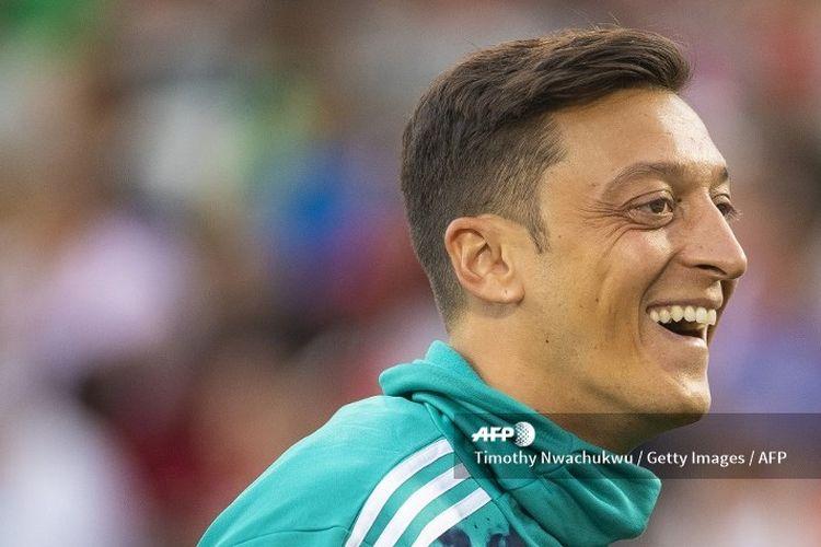 Gelandang Arsenal, Mesut Oezil, dalam International Champions Cup (ICC) 2019