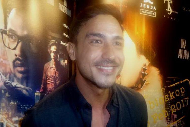 Hamish Daud saat menghadiri premier film Jakarta Undercover di XXI Epicentrum Walk, Kuningan, Jakarta Selatan, Selasa (21/2/2017).