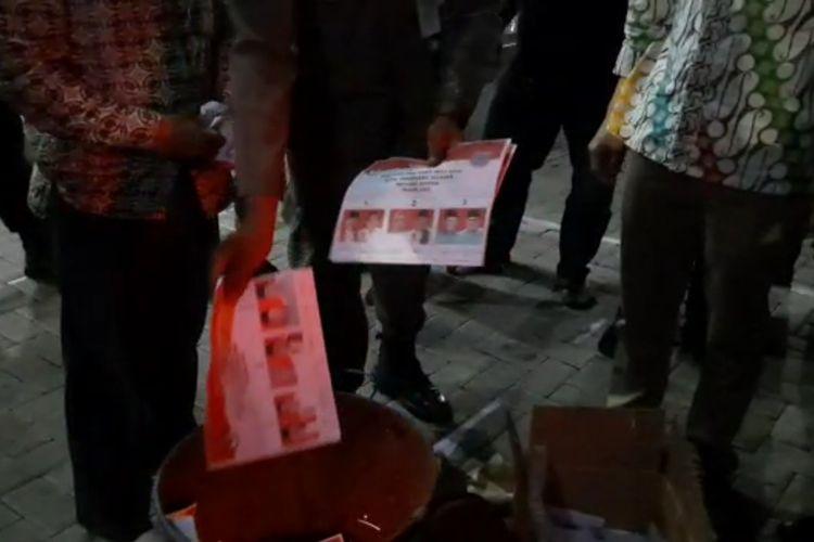 Pemusnahan Surat suara Pilkada Tangerang Selatan 2020 yang rusak dan tidak terpakai, Selasa (8/12/2020)