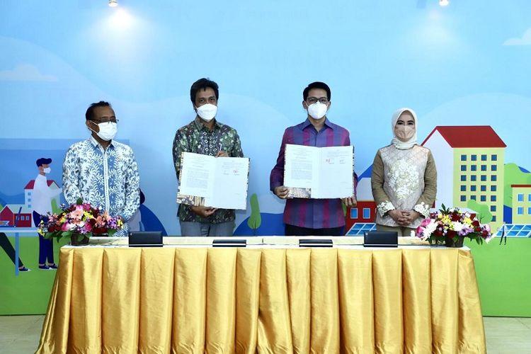 (Dok. Pertamina) PT Pertamina Power Indonesia dan Pusat Pengelolaan Gelora Bung Karno melakukan penandatanganan nota terkait kerja sama pengembangan proyek PLTS di Taman Patra XVII, Jakarta Selatan.