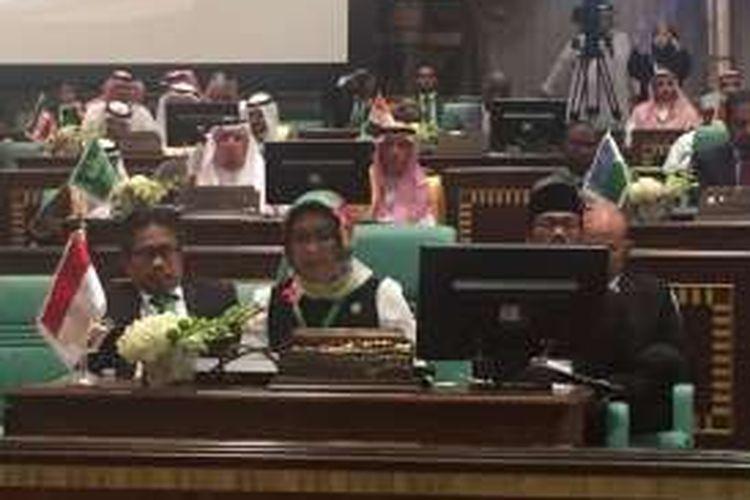 Menlu RI Retno Marsudi saat hadir dalam pertemuan darurat menteri-menteri luar negeri OKI di Mekah, Arab Saudi, Kamis (17/11/2016).