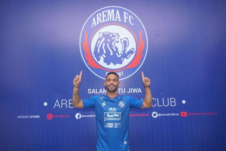 Pemain asing asal Brasil, Bruno Smith diresmikan sebagai pemain baru di Kantor Arema FC, Rabu (21/10/2020) siang.
