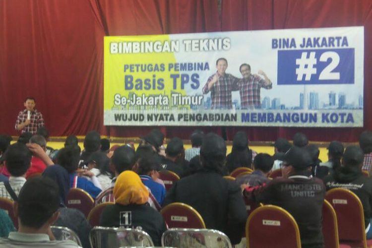Calon gubernur DKI Jakarta Basuki Tjahaja Purnama atau Ahok saat memberi pengarahan kepada para relawannya, di GOR Otista, Jakarta Timur, Sabtu (8/4/2017).
