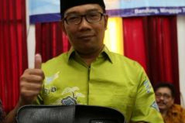 Wali Kota Bandung Ridwan Kamil meluncurkan sepatu brand dirinya, RK Fashion.