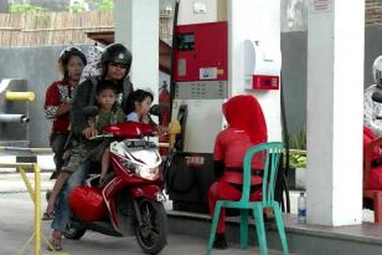 Suasana SBPU KM3 Kota Parepare, Sulawesi Selatan, sejumlah warga tidaktahu menahu adanya kenaikan harga Premium