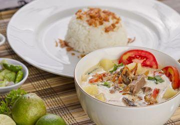 Daftar makanan Indonesia yang berkuah, cocok hangatkan tubuh saat musim hujan.