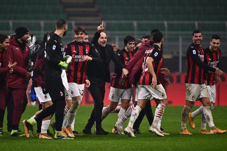 Para pemain AC Milan merayakan kemenangan 3-2 mereka atas Lazio pada pekan ke-14 Liga Italia 2020-2021 di Stadion San Siro, Rabu (23/12/2020) atau Kamis dini hari WIB.