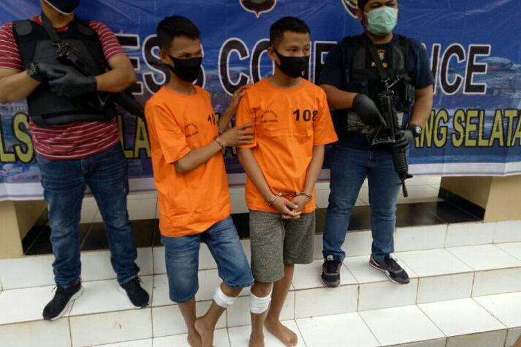Polsek Kelapa Dua, Kabupaten Tangerang menangkap MN (20) dan AR (21), dua spesialis pencuri motor yang kerap beraksi di wilayah Kabupaten Tangerang dan Kota Tangerang. Keduanya ditangkap di kontrakannya kawasan Cipondoh, Kota Tangerang pada Rabu (13/5/2020).