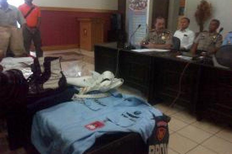 Polrestabes Bandung memastikan pelaku penembakan di Gang Narpan, Kelurahan Situ Saeur, Kecamatan Bojong Loa Kidul, Bandung, Jawa Barat, Minggu (6/10/2013) sekitar pukul 04.00 WIB adalah oknum anggota dari Korps Pasukan Khas TNI AU berpangkat Kopral Satu dengan inisial RBW.