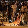 'Mereka Dipaksa Berlutut dan Setengah Telanjang', Kisah Kebrutalan Aparat di Belarus