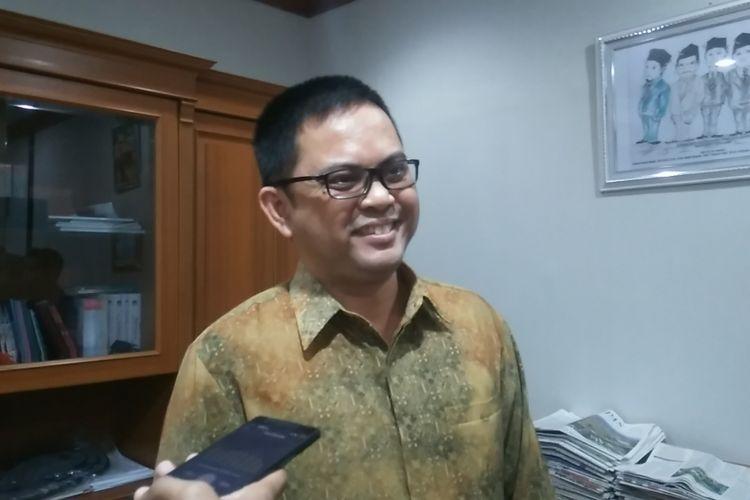 Komisioner Komisi Pemilihan Umum Viryan Azis di ruang kerjanya, KPU Pusat, Jl Imam Bonjol, Jakarta, Selasa (17/10/2017).