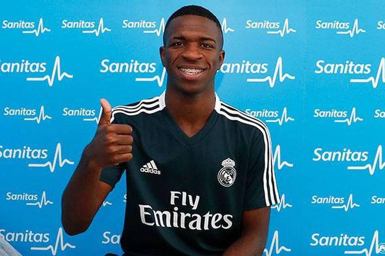 Seusai menjalani tes medis, Vinicius Junior diperkenalkan sebagai pemain Real Madrid, Jumat (20/7/2018).