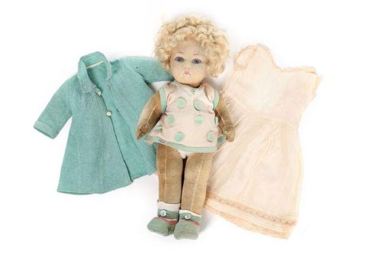 Boneka anak perempuan yang pernah menjadi milik Ratu Elizabeth II saat masih anak-anak akan dilelang oleh rumah lelang Kerry Taylor, pada 10 Desember 2018.