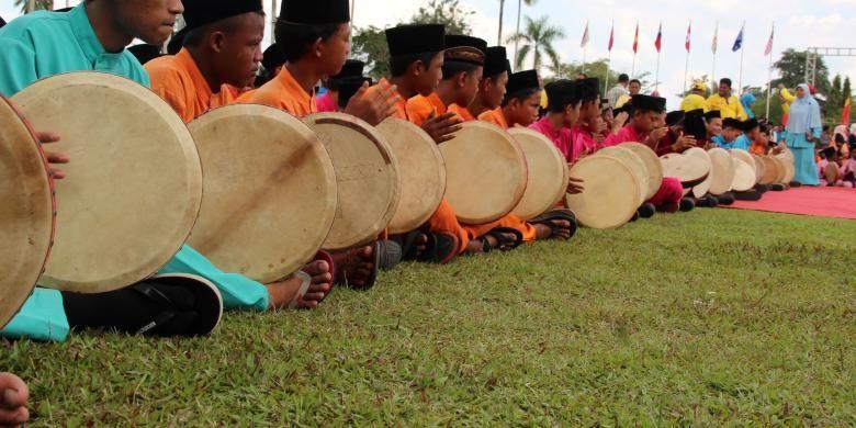 Sebanyak 2.676 murid sekolah dasar sampai sekolah lanjutan atas di Kabupaten Siak menabuh kompang Irebana) secara massal untuk memecahkan rekor MURI. Acara itu dilakukan disela-sela pembukaan Tour de Siak, pada Selasa (18/10/2016). Lomba Tour de Siak sendiri baru dimulai hari Rabu (19/10/2016). Kompang adalah alat musik wajib yang dipakai dalam segenap adat istiadat Melayu.