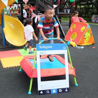 ELC Junior Trampoline berfungsi untuk meningkatkan koordinasi dan keseimbangan pada anak