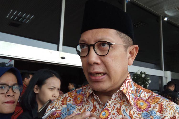 Menteri Agama Lukman Hakim Saifuddin mengatakan bahwa Pemerintah sedang mengkaji penetapan batas minimal biaya umrah untuk mencegah biro travel perang harga yang berpotensi merugikan jamaah umroh. Jakarta, Jumat (18/8/2017).