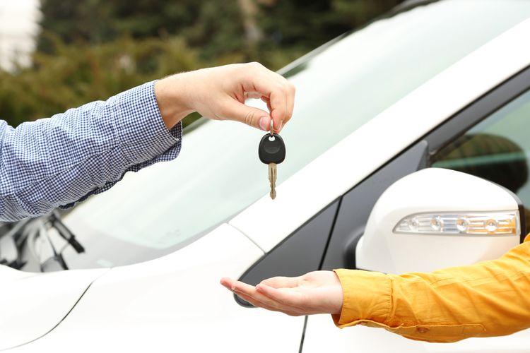 Membeli mobil tak harus baru, Anda juga bisa memilih jenis mobil bekas berkualitas dan dengan metode pembayaran cicilan.