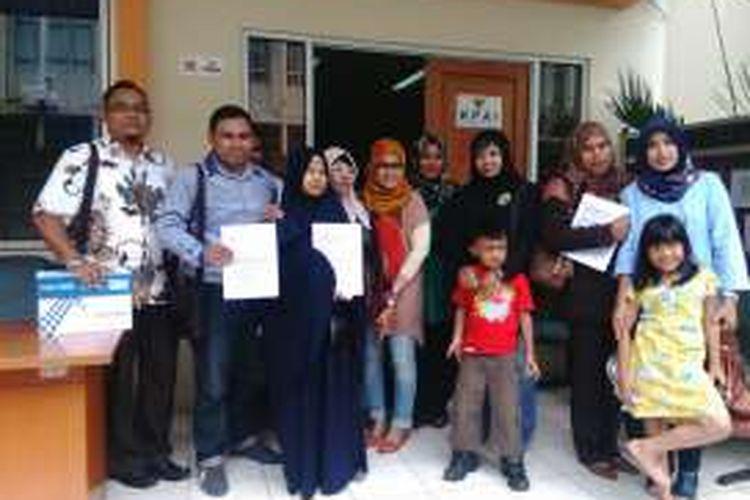 Sebanyak sepuluh orangtua yang anaknya jadi pasien Dokter Indra, tersangka kasus vaksin palsu mendatangin Komisi Perlindungan Anak Indonesia (KPAI) di Menteng, Jakarta Pusat, Rabu (24/8/2016). Tujuan kedatangan para orangtua pasien ini untuk mengadukan nasib anak mereka ke KPAI, terkait penahanan Dokter Indra.