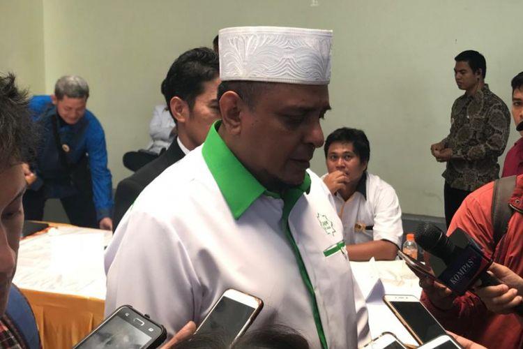 Ketua Gerakan Nasional Pengawal Fatwa Ulama (GNPF-U) Yusuf Martak usai memberi sambutan dalam Konsolidasi Nasional Pemenangan Pemilu 2019 Partai Keadilan Sejahtera (PKS), di Hotel Bumi Wiyata, Depok, Jawa Barat, Minggu (14/10/2018).