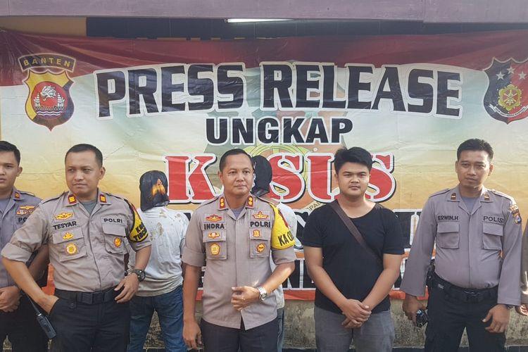 Polres Pandeglang menetapkan dua orang tersangka dalam kasus pembunuhan jenazah dalam karung di Polres Pandeglang, Minggu (14/3/2019)