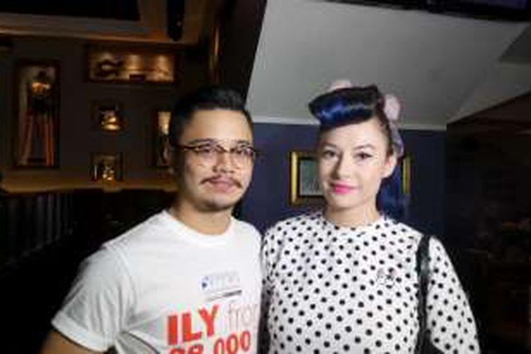 Derby Romero bersama kekasihnya, Claudia Adinda, menghadiri peluncuran trailer film ILY from 38,000 Ft, di Hard Rock Cafe Jakarta pada Kamis (9/6/2016).