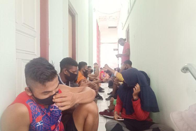 Atlet dayung Sumbar mendatangi KONI Sumbar mempertanyakan uang saku dan bonus yang belum cair, Rabu (20/5/2020)