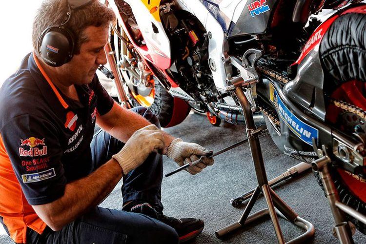 Merakit motor balap MotoGP