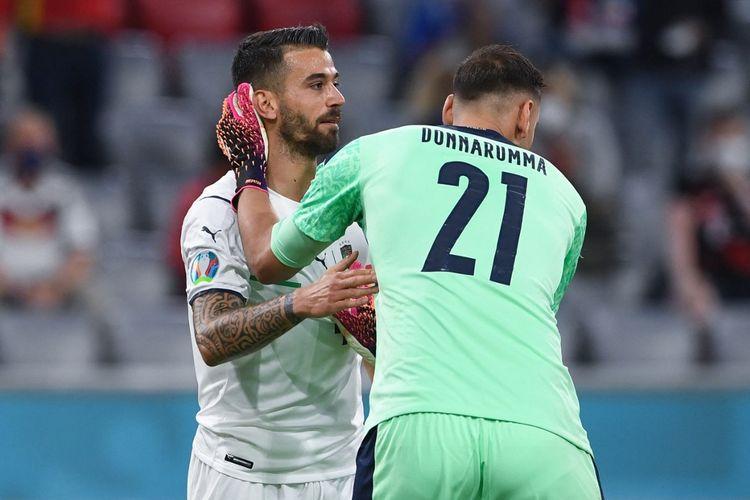 Leonardo Spinazzola dan Gianluigi Donnarumma dalam pertandingan perempat final Euro 2020 antara Belgia dan Italia di Allianz Arena, Muenchen, Jerman, Sabtu (3/7/2021) dini hari WIB.