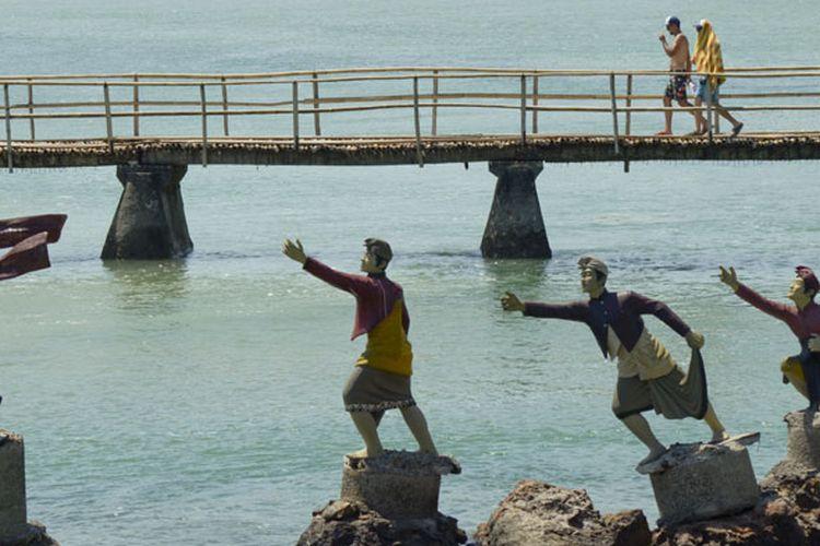 Monumen Putri Mandalika di Pantai Seger yang dipercaya menjadi lokasi sang putri menjatuhkan dirinya ke laut. Kawasan Ekonomi Khusus (KEK) Mandalika mulai menancapkan diri sebagai salah satu destinasi wisata yang wajib dikunjungi pelancong saat bertandang ke Pulau Lombok, di Nusa Tenggara Barat.