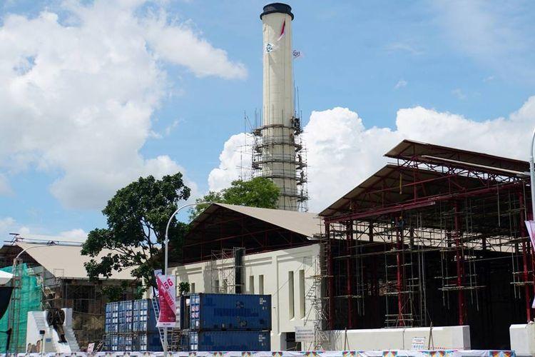 Proyek revitalisasi bekas Pabrik Gula Colomadu di Colomadu, Kabupaten Karanganyar, Jawa Tengah, terus dikerjakan, Sabtu (9/12). Dalam revitalisasi ini, bekas PG Colomadu dirancang menjadi gedung konvensi, museum, restoran, pusat perbelanjaan, toko kerajinan, dan gedung pertunjukan berkelas internasional.