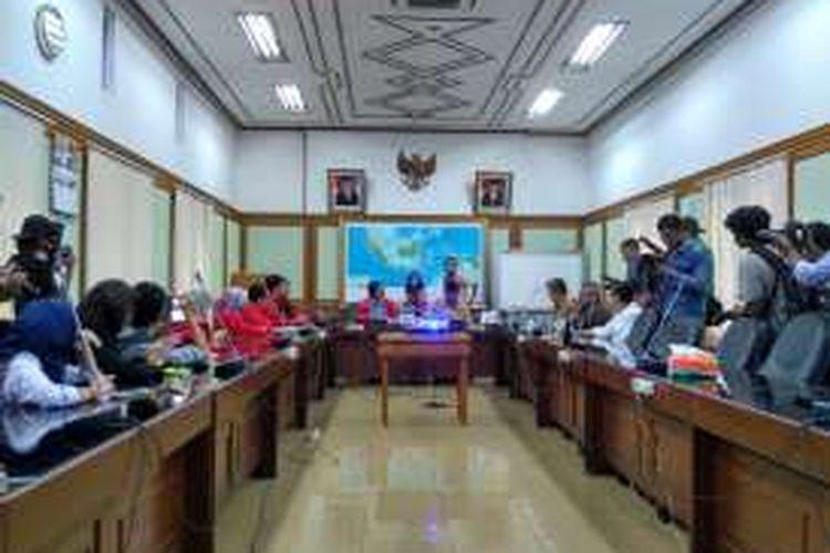 Partai Solidaritas Indonesia (PSI) menyambangi Komisi Pemilihan Umum (KPU) untuk audiensi syarat verifikasi pemilu 2019, Jakarta, Senin (24/10/2016)