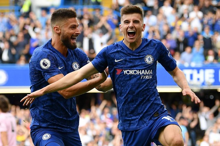Gelandang muda Chelsea Mason Mount (kanan) saat melakukan selebrasi usai mencetak gol pada laga Chelsea vs Leicester di Stadion Stamford Bridge, London, Minggu (18/8/2019).