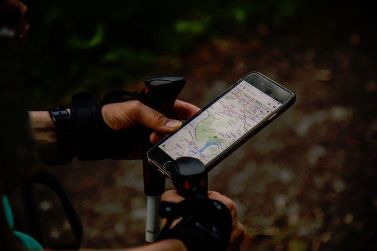 Google Maps adalah salah satu fitur andalan yang membantu pelancong menentukan rute saat melakukan perjalanan solo.