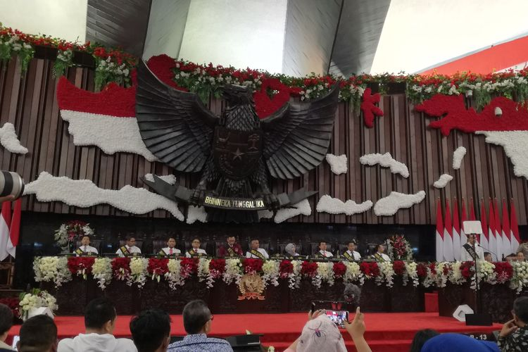 Majelis Permusyawaratan Rakyat (MPR) menggelar kegiatan gladi bersih pelantikan presiden dan wakil presiden 20 Oktober 2019 di Kompleks Parlemen, Senayan, Jakarta, Sabtu (19/10/2019). Ada wacana agar masa jabatan presiden diperpanjang menjadi 3 periode.