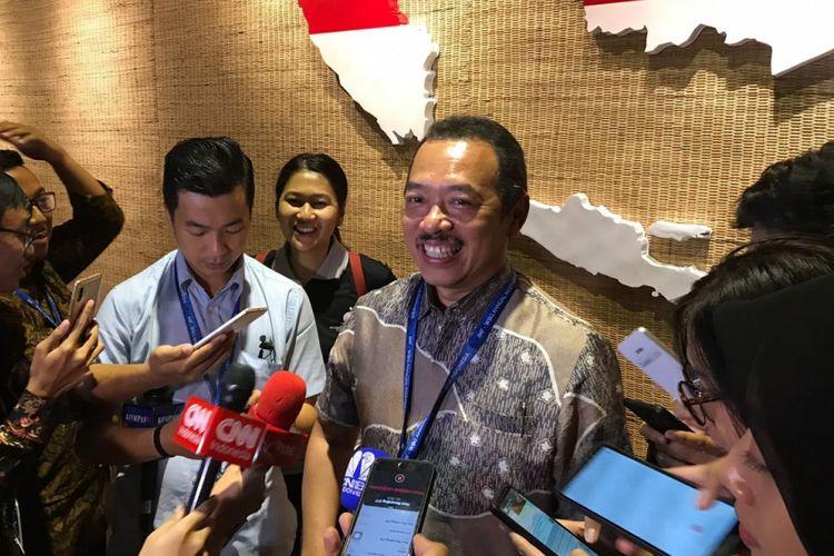 Deputi Bidang Pertambangan, Industri Strategis, dan Media Kementerian BUMN Fajar Harry Sampurno menjelaskan penundaan kenaikan harga BBM premium di sela acara Pertemuan Tahunan IMF-Bank Dunia di Nusa Dua, Bali, Rabu (10/10/2018).