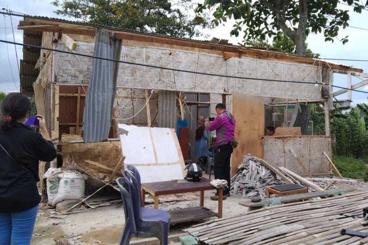 Rumah makan milik Hadi Supeno yang diduga dirusak oleh sekelompok preman, di Lampung, Kamis (16/6/2021).