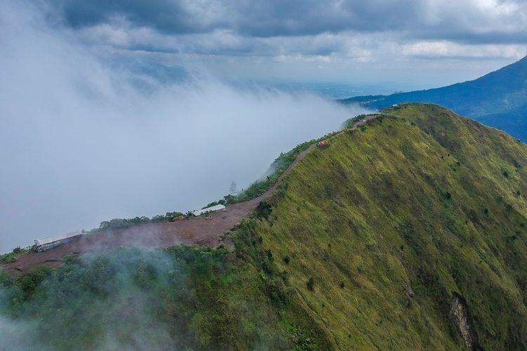 Puncak Gunung Andong, Jawa Tengah.