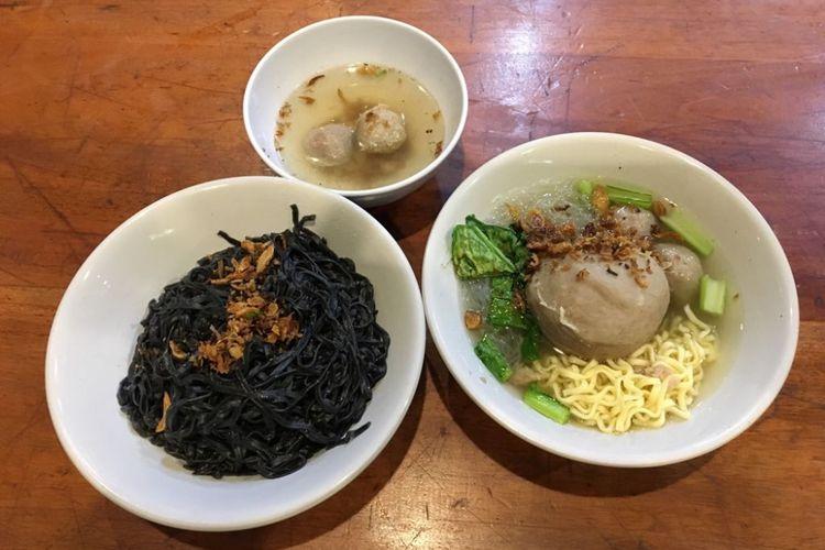 Menu makanan yang dijajakan di outlet Bakso Boedjangan di Tanjung Duren, Jakarta Barat, Selasa (7/8/2018). Bakso Boedjangan merupakan satu dari sejumlah brand milik Cita Rasa Prima (CRP) Group yang berbasis di Bandung, Jawa Barat.