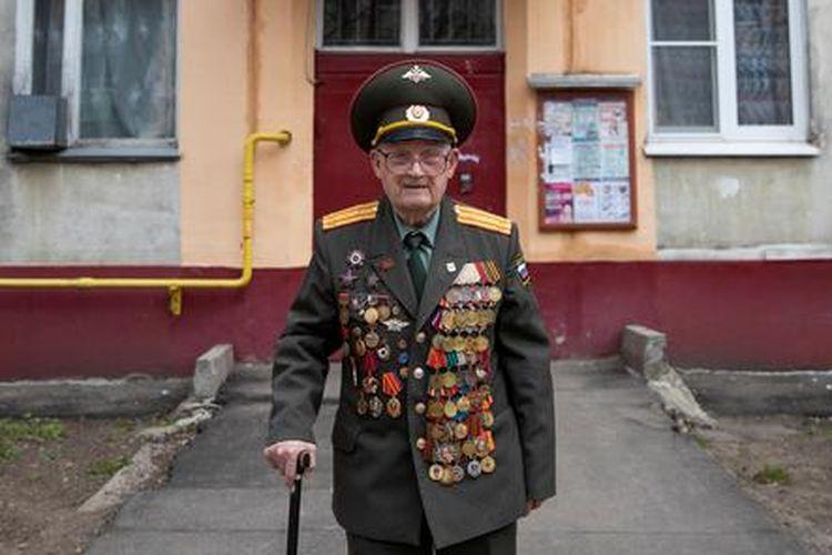Veteran Perang Dunia II (PD II) Rusia, Nikolai Bagayev, salah satu kelompok veteran PD II yang dihormati di Rusia untuk peran mereka dalam mengalahkan Nazi Jerman.