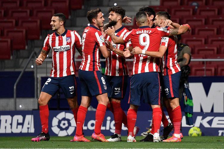 Skuad Atletico Madrid merayakan gol ke gawang Real Sociedad pada laga lanjutan pekan ke-36 Liga Spanyol di Stadion Wanda Metropolitano, Kamis (13/5/2021) dini hari WIB.