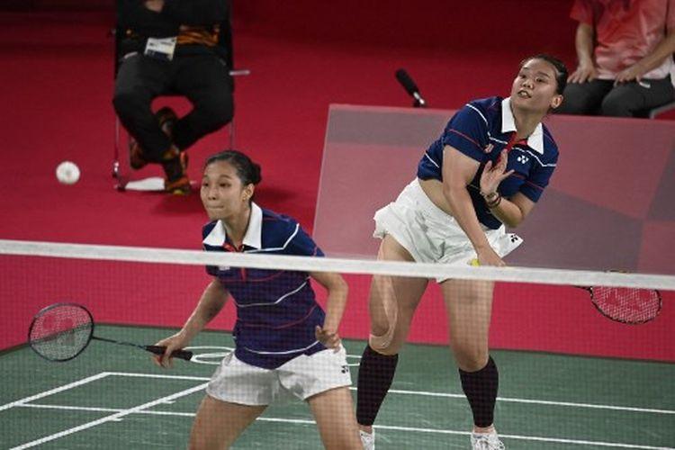 Chow Mei Kuan/Lee Meng Yean (Malaysia)  saat berhadapan dengan Greysia Polii/Apriyani Rahayu (Indonesia) pada laga pertama Grup A bulu tangkis ganda putri Olimpiade Tokyo 2020, Sabtu (24/7/2021).