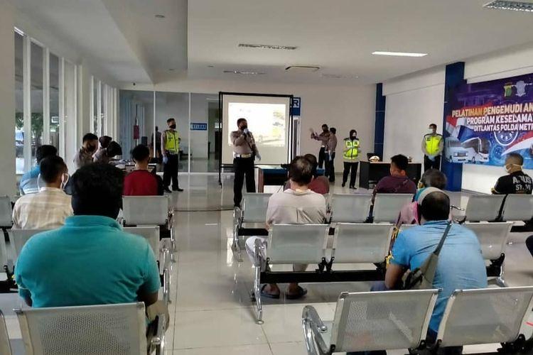 Pelatihan supir angkutan umum di Satpas SIM Daan Mogot, Cengkareng, Senin (20/4/2020)