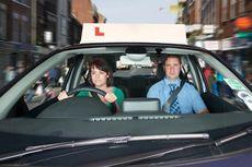 Mengemudi Mobil Transmisi Manual yang Benar untuk Pemula