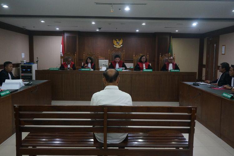 Mantan anggota DPR RI Markus Nari menjalani sidang putusan di Pengadilan Tindak Pidana Korupsi Jakarta, Senin (11/11/2019).