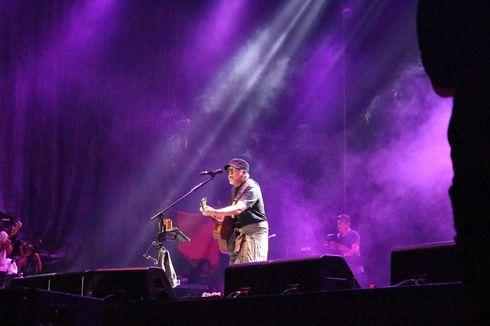 (FOTO) Iwan Fals & Band Menggelar Konser