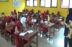 Lingkungan Tercemar Limbah, Guru dan Siswa Pakai Masker ke Sekolah
