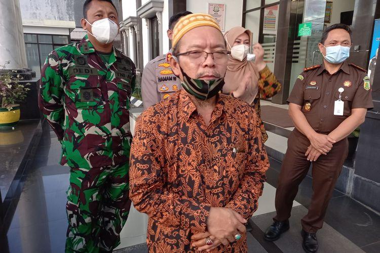 Ketua MUI Pandeglang Hamdi Ma'ani di Kejari Pandeglang, Jumat (12/3/2021)