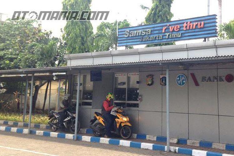 Fasilitas Drive Thru pembayaran pajak sepeda motor sepi pengunjung.