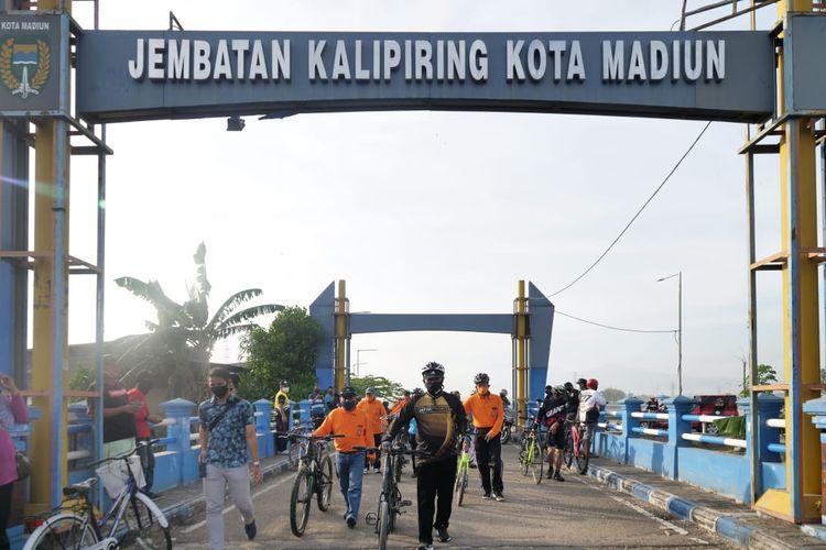 Wali Kota Madiun, Maidi bersama kepala OPD keliling jalur sepeda wisata 15 KM di Kota Madiun.